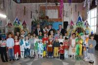 Руководитель облздрава поздравил воспитанников детского сада Палласовского района