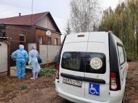 Мобильные бригады доставляют пожилых жителей волгоградского региона на вакцинацию