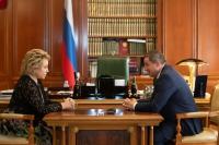 Валентина Матвиенко и Андрей Бочаров провели рабочую встречу в Москве