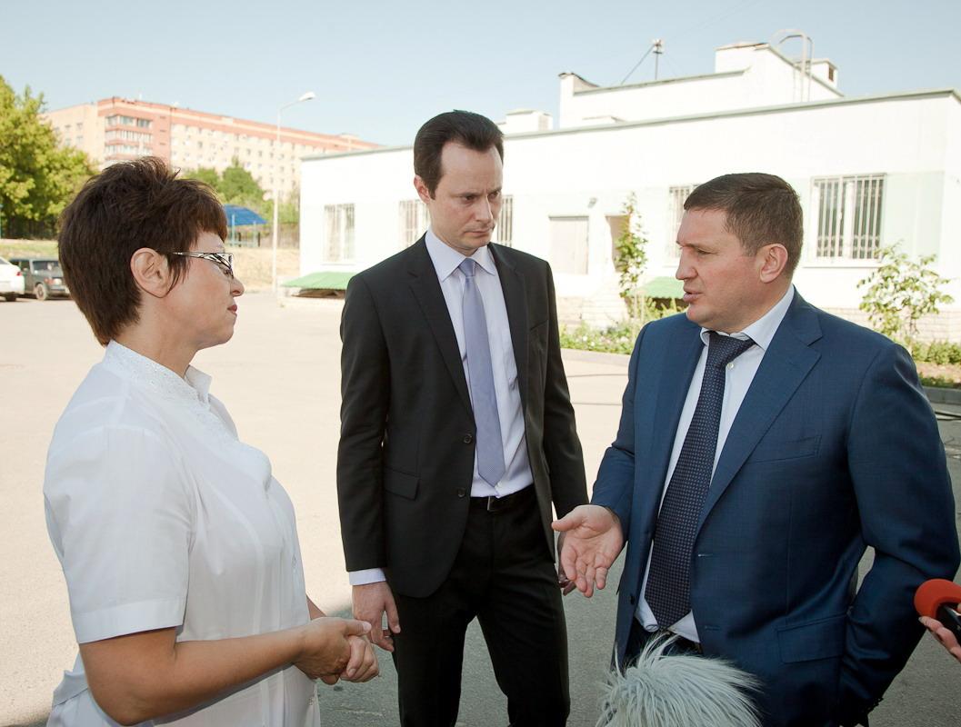 Андрей Бочаров в преддверии Дня медика обсудил проблемы отрасли с врачами областной детской клинической больницы