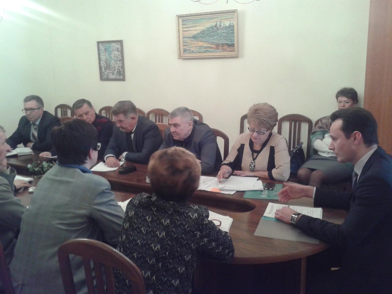 Председатель облздрава Владимир Шкарин провел личный прием депутатов Руднянского сельского поселения