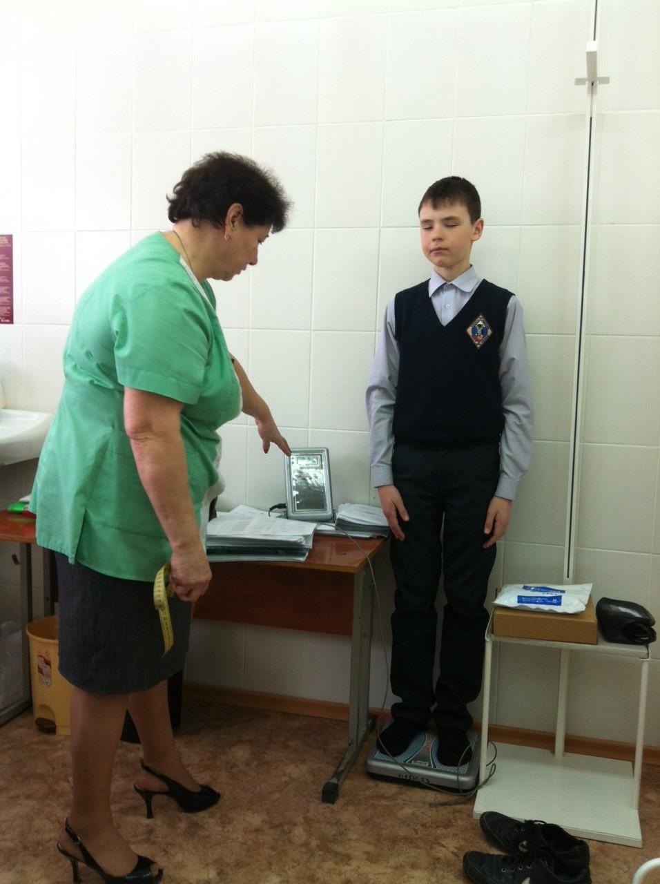 Мобильные врачи проверяют здоровье школьников в Волгограде