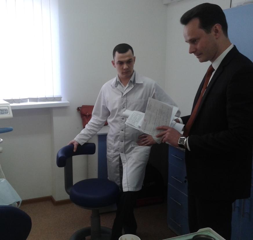 Председатель облздрава Владимир Шкарин провел внеплановый выезд в Стоматологическую поликлинику № 9